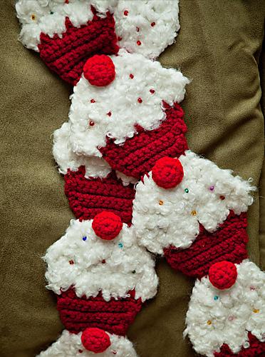 Red Velvet Cupcake Scarf. Pattern by Twinkie Chan. ©CherrySprinkle.com. DO NOT COPY